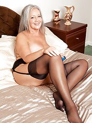 Horny mature lady April Thomas taking off her lingerie and toying her muff