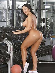 Voluptuous latina with big jugs stripping and spreading her legs in the gym