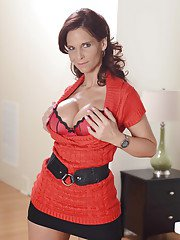 Well-toned mature lady Syren De Mer gets rid of her clothes