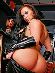 Bootylicious lady in latex outfit Katja Kassin enjoys anal pounding