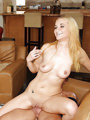 Adriana DeVille  Leslie Love enjoy a groupsex at the swing party