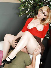Mature vixen Nina Hartley gets fucked and takes a cumshot on her tatas