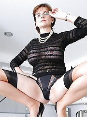 Bottomless mature fetish lady in stockings revealing her inviting cunt