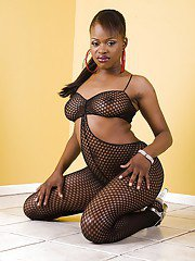Bootylicious ebony babe Nyeema Knoxxx gets rid of her pantyhose suit