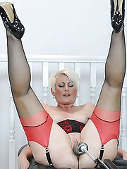 Blonde mature lady in stockings spends some good time with fucking machine
