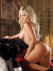 Platinum blonde babe Heather Knox showcasing her flawless curves