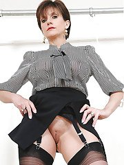 Rammish mature fetish lady in stockings has no panties under her skirt