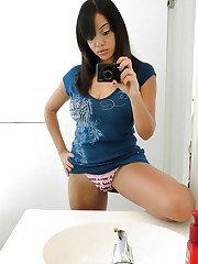 Bosomy ebony amateur Stacey Foxxx getting naked and picturing herself