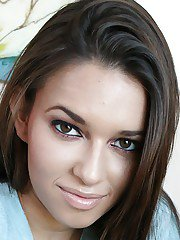 Sweetly pretty latina Kiarra Wolfe getting naked and toying her slit