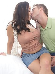 Juggy MILF enjoys blindfold foreplay and hardcore anal action