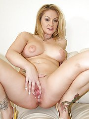 Curvaceous MILF enjoys FMM groupsex and gets her cunt creampied