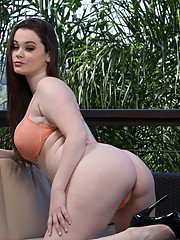 Curvy amateur in jeans shorts Tessa Lane getting naked outdoor