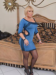Curvy MILF in pantyhose Mellanie Monroe undressing and spreading her legs