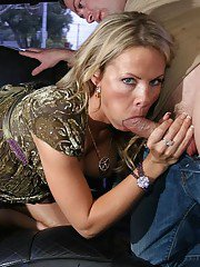 free-and-easy blonde MILF Kayla Synz gives head at the back seat