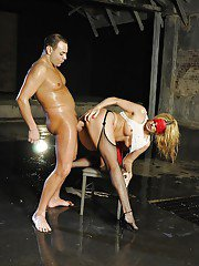 Kinky MILF in stockings Darryl Hanah enjoys blindfolded pussy pounding
