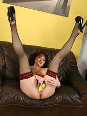 Chubby mature gal with massive tatas toying her gash on the couch