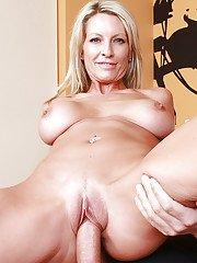 Busty MILF Emma Starr gets harshly slammed and tastes a cumshot
