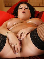 Buxom mature lassie in stockings with big oily tits toying her hungry holes