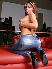 Saucy latina in blue jeans undressing and sreading her legs