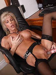 Juggy office lady pleasing herself with vibrator at her work place