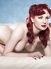 Glamorous redhead babe demonstrating her jaw-dropping sexy curves