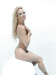 Luscious blonde MILF with shaved cooter posing nude outdoor