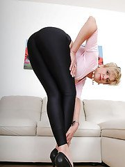 Big busted mature fetish lady lowering her leggings and spreading her legs