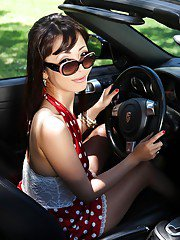 Asian hottie in sunglasses stretching her pussy with her fingers outdoor