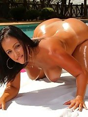Rubenesque latina exposing her big oiled up butt and fingering her gash