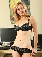 MILF hottie in glasses strips to her stockings to play with her pussy