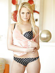 Desirable blonde hottie with bubble fanny and trimmed cooter stripping down