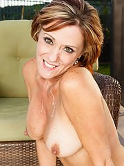 Busty mature slut gets fucked and tastes some hot jizz outdoor