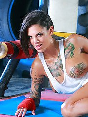 Sporty tattooed knockout uncovering her goods in the ring