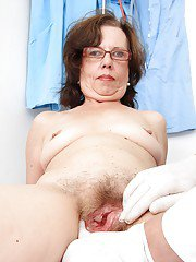 Ugly mature lassie in glasses gets her pussy examed by a naughty gyno
