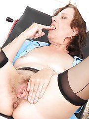 Sassy mature nurse with saggy jugs teasing her shaggy twat with her fingers
