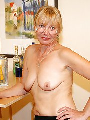Sassy mature blonde uncovering her flabby curves and spreading her legs