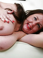 Fatty mature lassie revealing her big saggy tits and spreading her gash