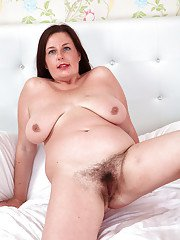 Mature and hairy fatty Jessica Jay is spreading her yummy bushes
