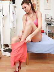 Alluring babe Anna eagerly undresses and pisses in a bowl in gyno room