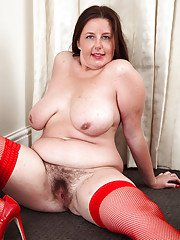 Charming mature fatty in slutty stockings Jessica Jay turns on quickly