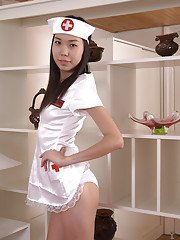 Enchanting Asian babe Nicole is a very good pussy stroking model