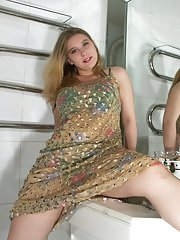 Sightly amateur teen Bunny Love has sophisticated sense of excitement