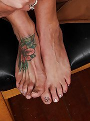 Foot fetish milf Elizabeth shows her cool tattoos and removes dress