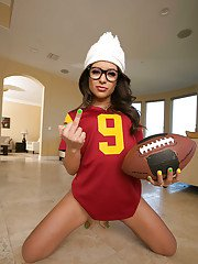 Latina babe in glasses Jynx Maze welcomes everyone into her ass