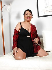Delicious mature Latina Izabel looks like super hungry prostitute