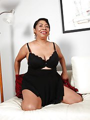Courteous mature Latina fatty Izabel pets her soaked coupler