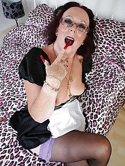 Mature maid in sexy glasses Zadi is showing off in sweet stockings