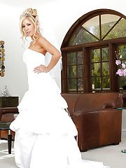 Stunning bride Tasha Reign is masturbating in her wedding dress