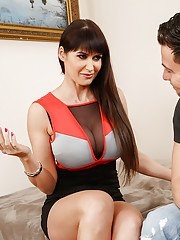 Reality cougar Eva Karera is showing her blowjob skills