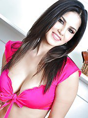 Pornstar milf Sunny Leone with perfectly shaped big tits and hot face